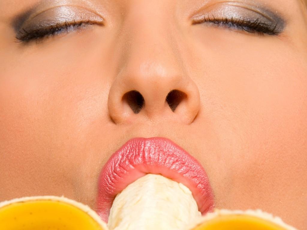 Как сосать банан фото фото девушки